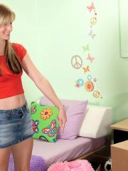 Blonde teen Jayda Steele gets ready for some hot sex