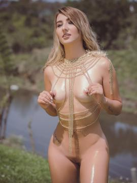 Ashley Marie shows hot nude body outside