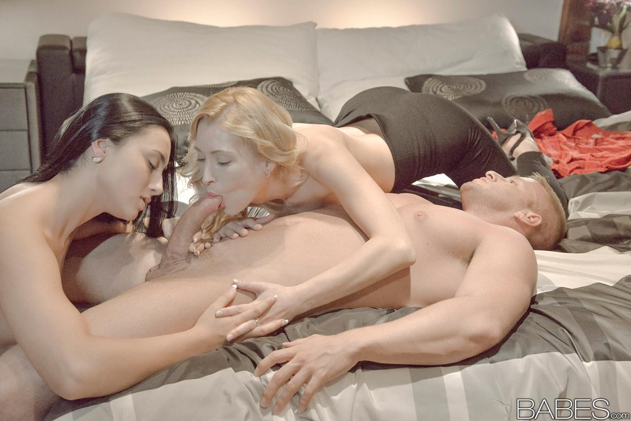Couples sex threesome this video