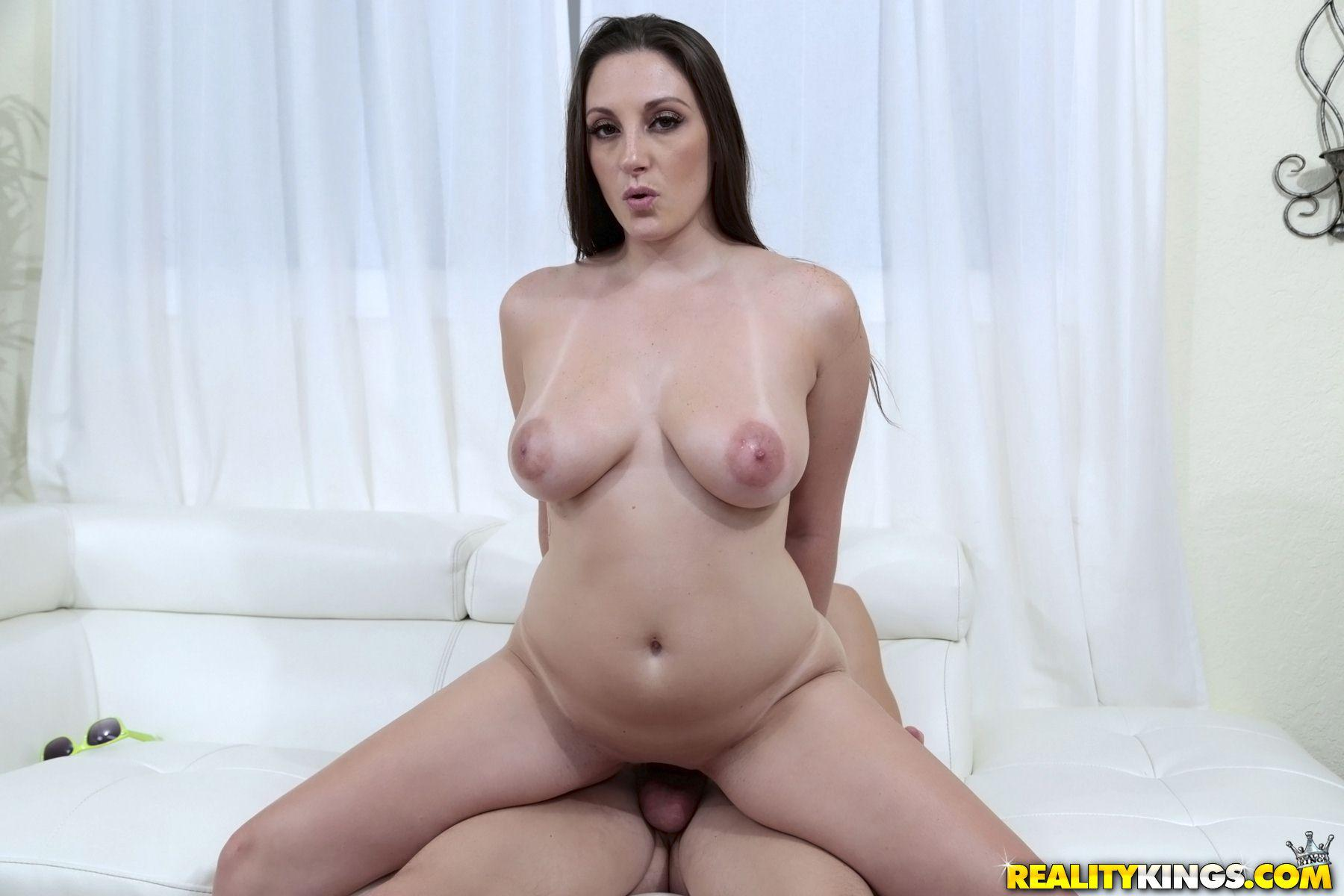 Hottie gets her tight cunt pounded 4