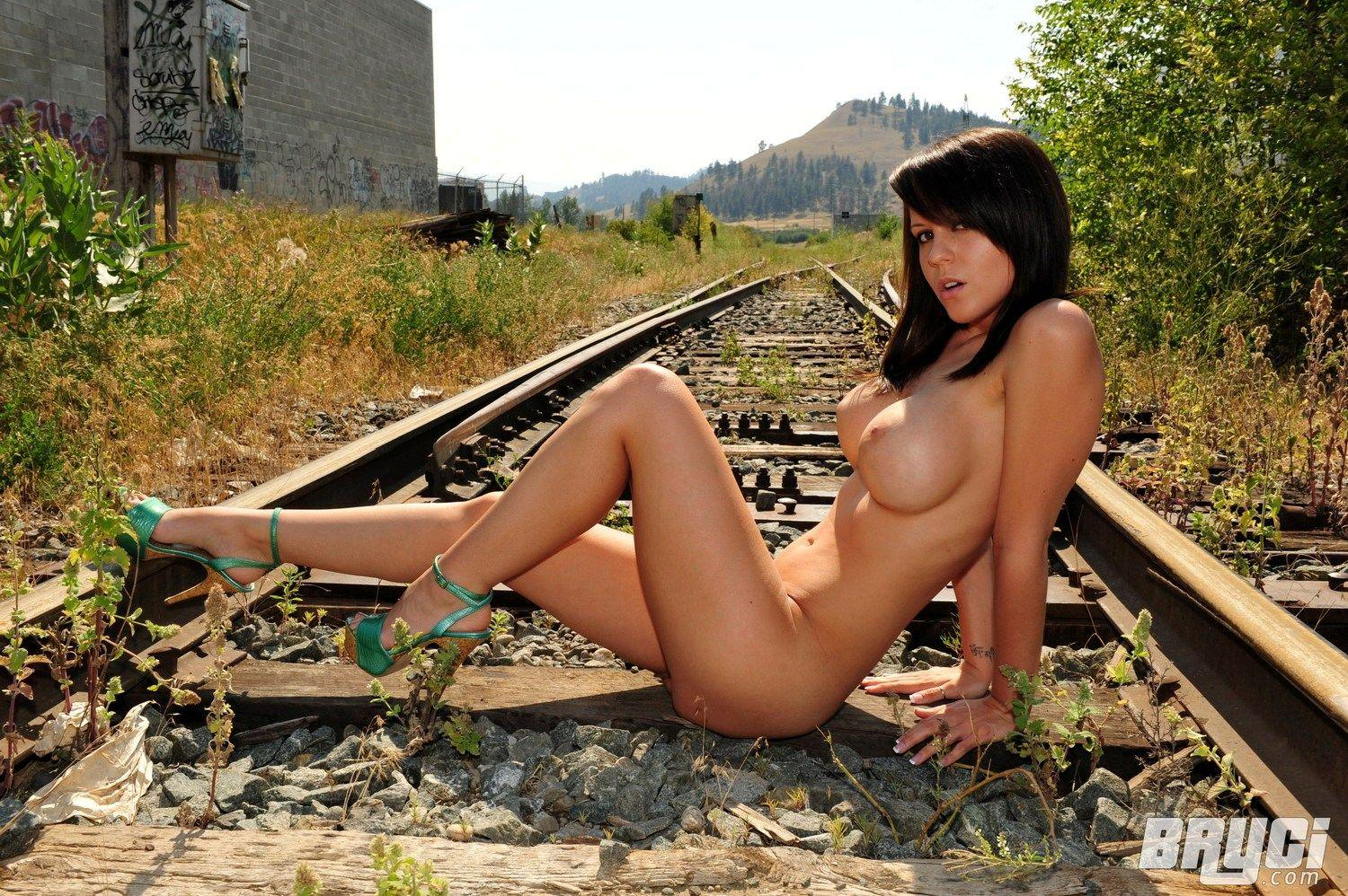 the train on Nude