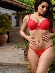 Charley S shows you her gorgeous curves outside