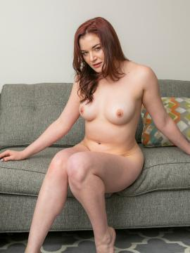 amber-smith redhead nude painted-toes