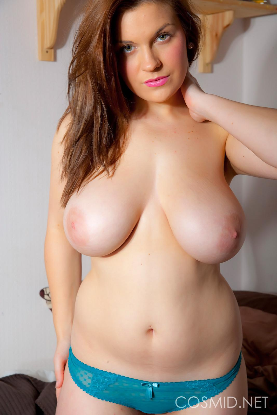 Pictures of Hannah Sharp showing her big round boobs - Coed Cherry
