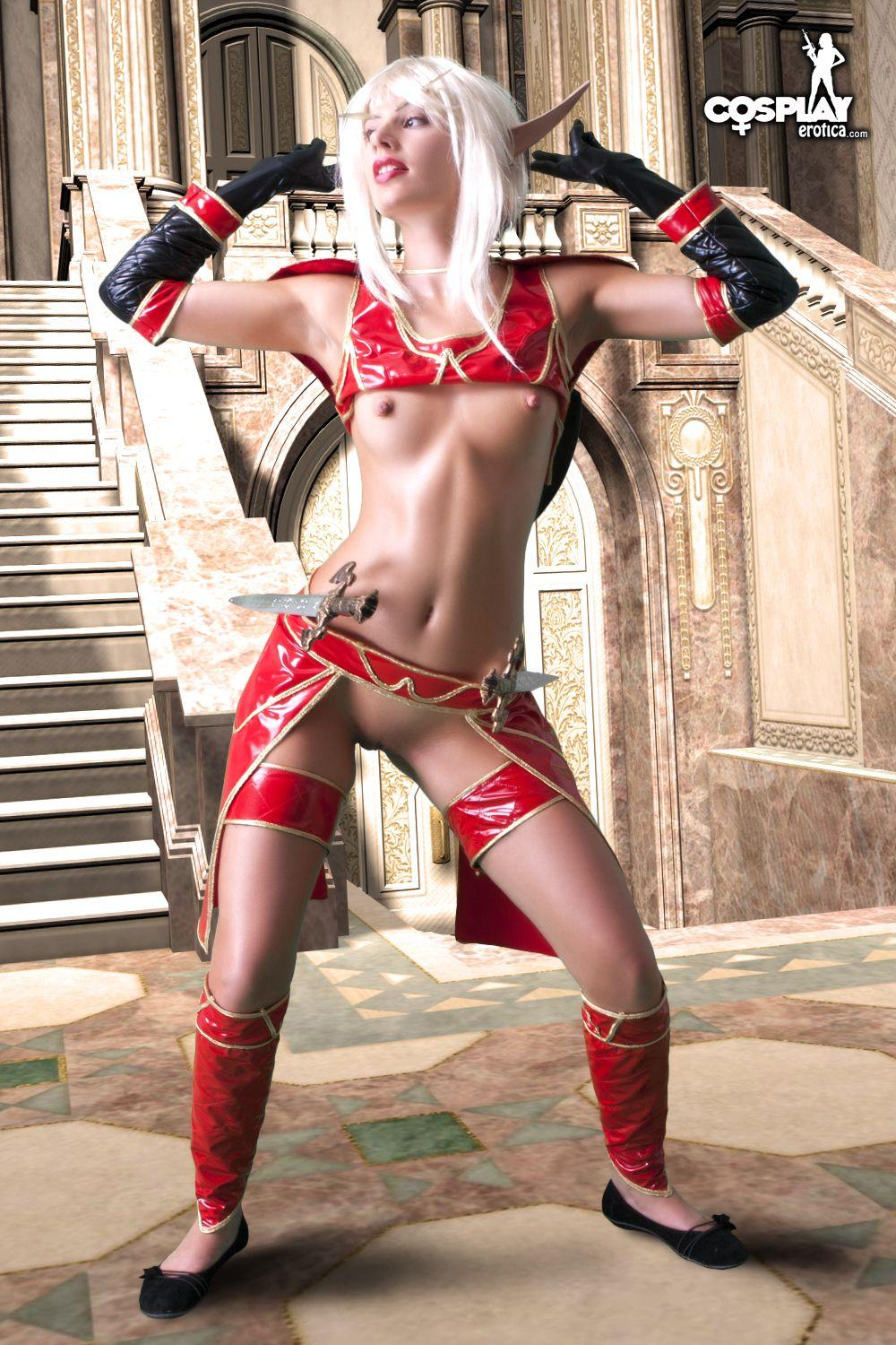 Girls naked in blood elf costume nackt photo