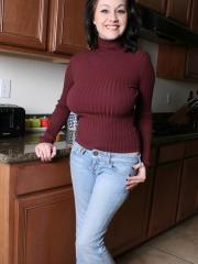 Busty babe Haley Crush lifts her sweater to show you her big natural boobs