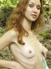 Pretty girl Lu Novia strips naked in the forest
