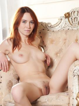 Redhead beauty Kelly G shows off her stunning nude body