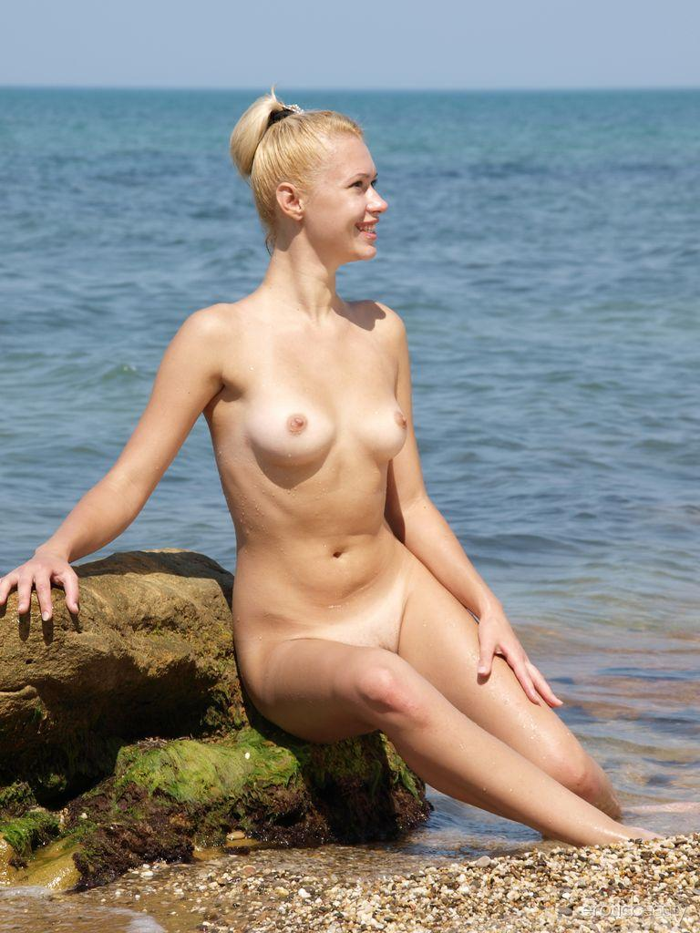 Your idea Erotic pictures of skinny dipping seems me
