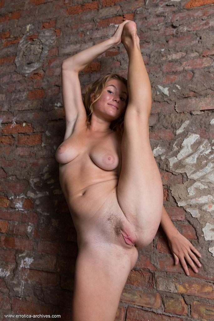 Busty Coed Anel Shows You Her Nude Body  Coed Cherry-2497