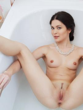 """Stunning girl Amelie B wants to take a bath with you in """"LOSCO"""""""