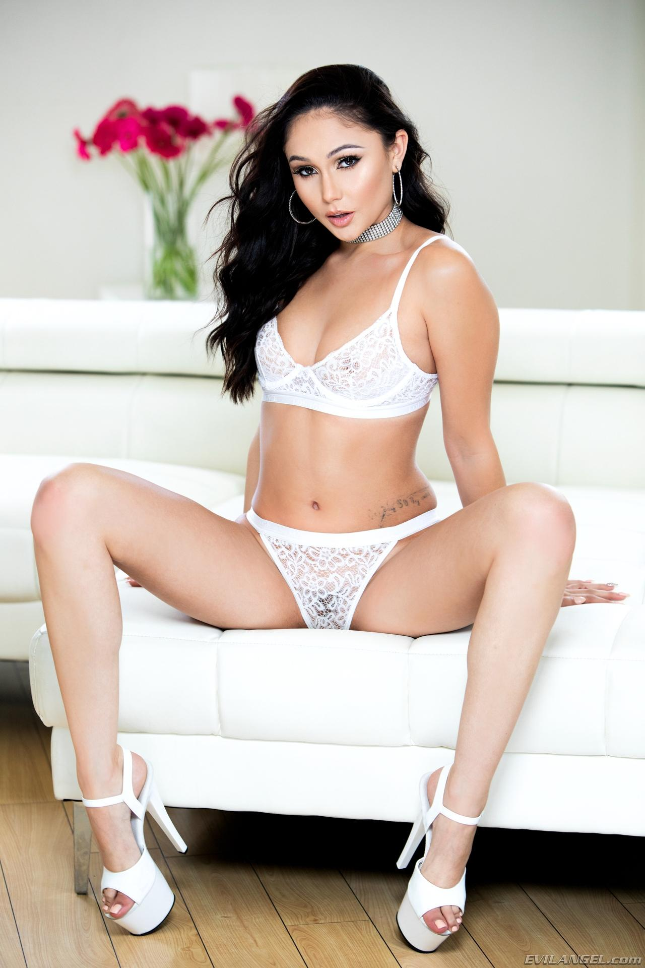 My sexy outfits ariana marie