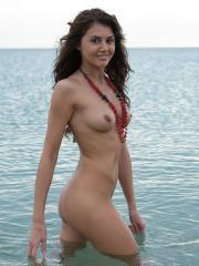 Pictures of hot girl Alannis getting so wet for you