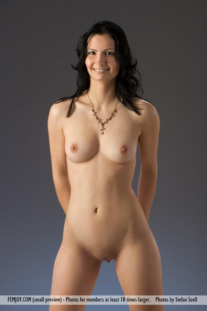 nude and hot girls from u