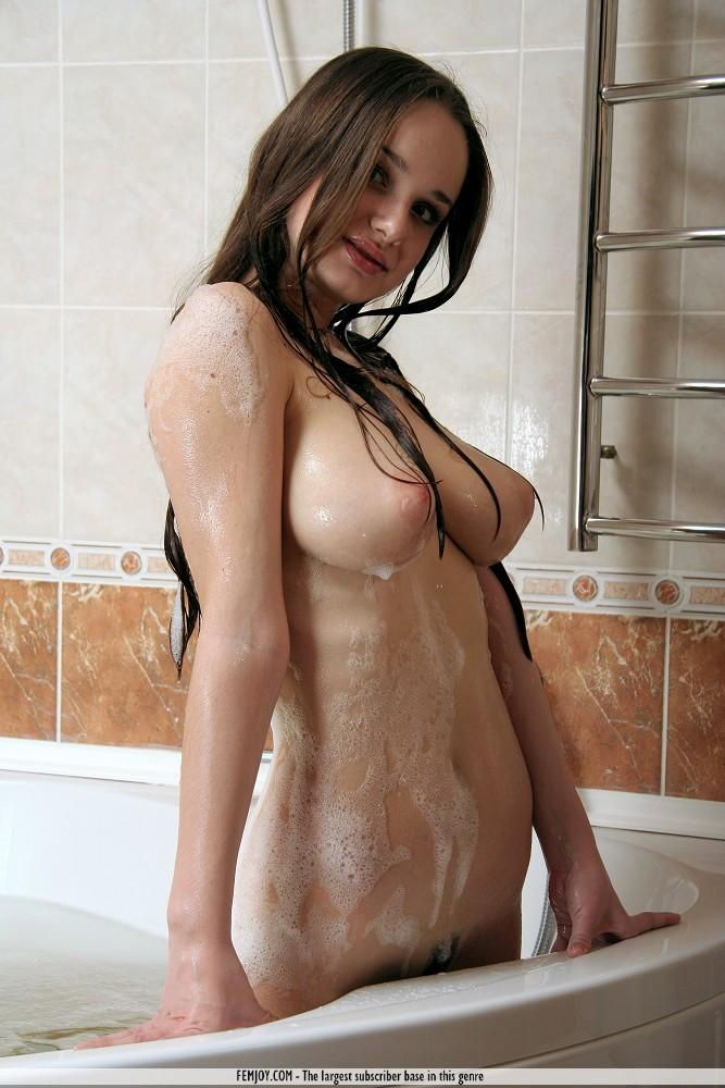 Babes Brunette Girl Having A Shower Outside In The Backyar Tubxporn 1
