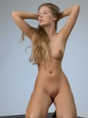Femjoy's Kinga in Presentation