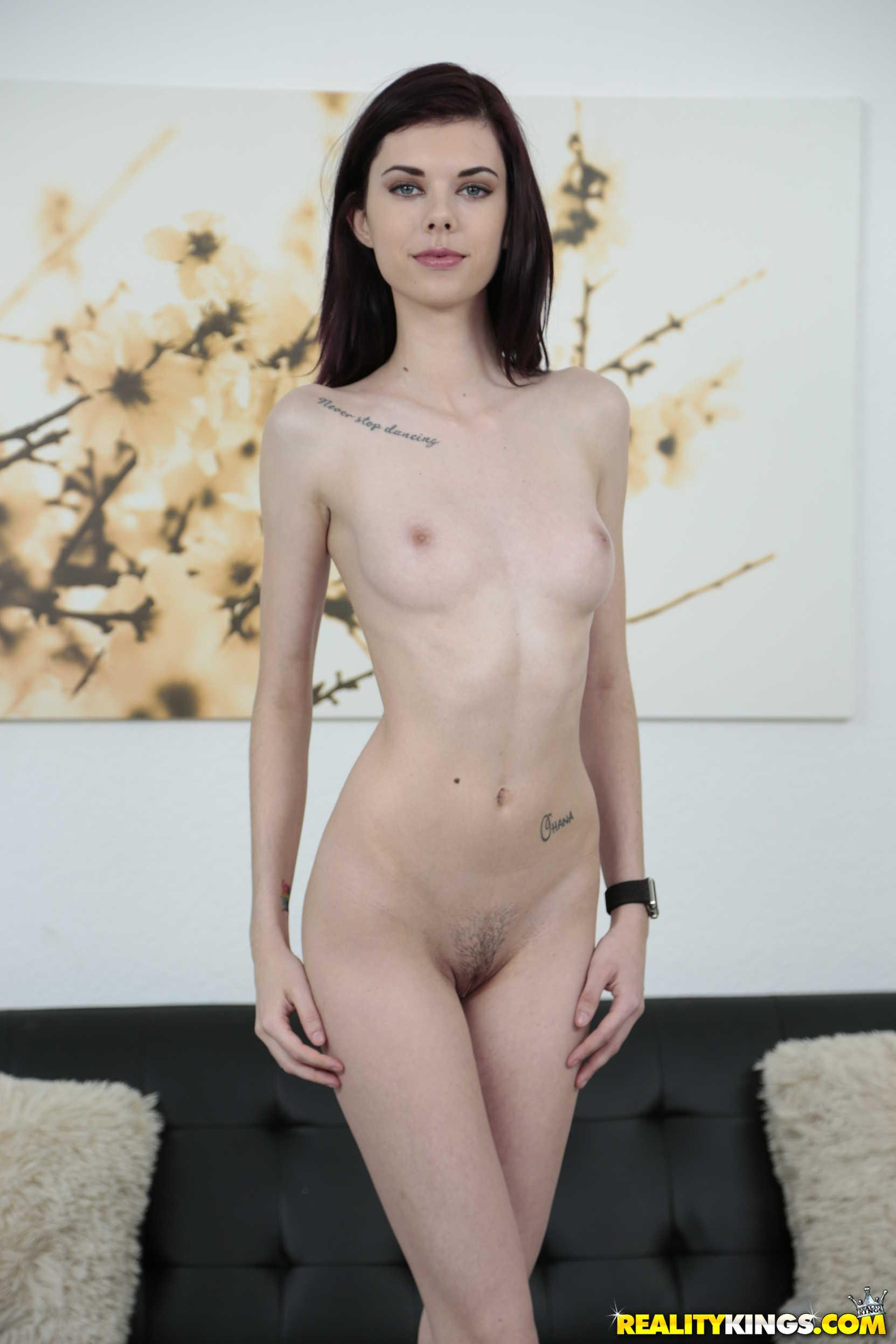 Hot Teens Audrey Grace And Piper June Give A Threesome In -2708