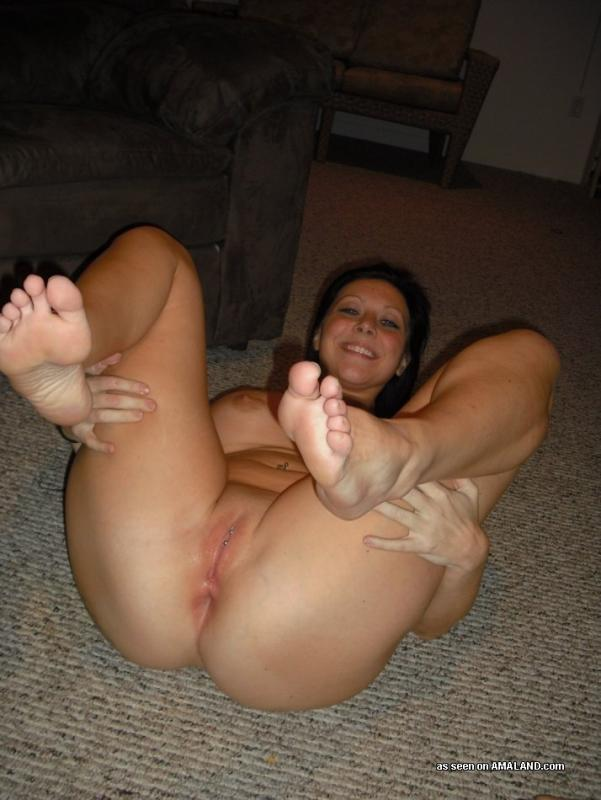 Pretty lil babe playing with tight pussy