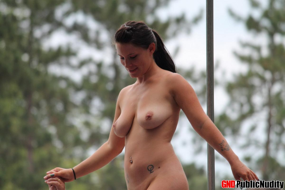 Hot Girls Getting Naked At An Outdoors Public Nudity -3450