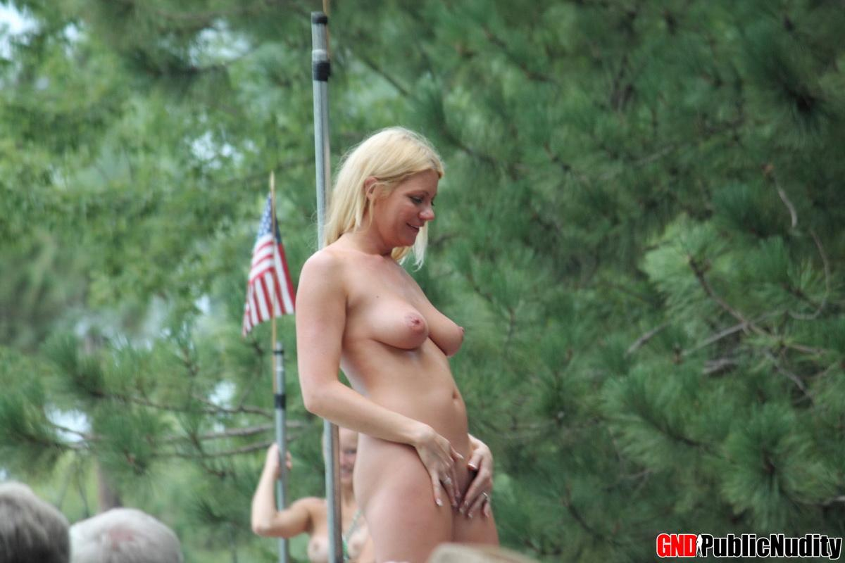 Hot Strippers And Cute Girls Show Off At A Public Nudity -5335