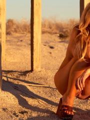 Blonde hottie Kayden Kross shows you her hot naked body at sunset