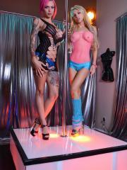 Lesbian strippers Alix Lynx and Anna Bell Peaks put on a show