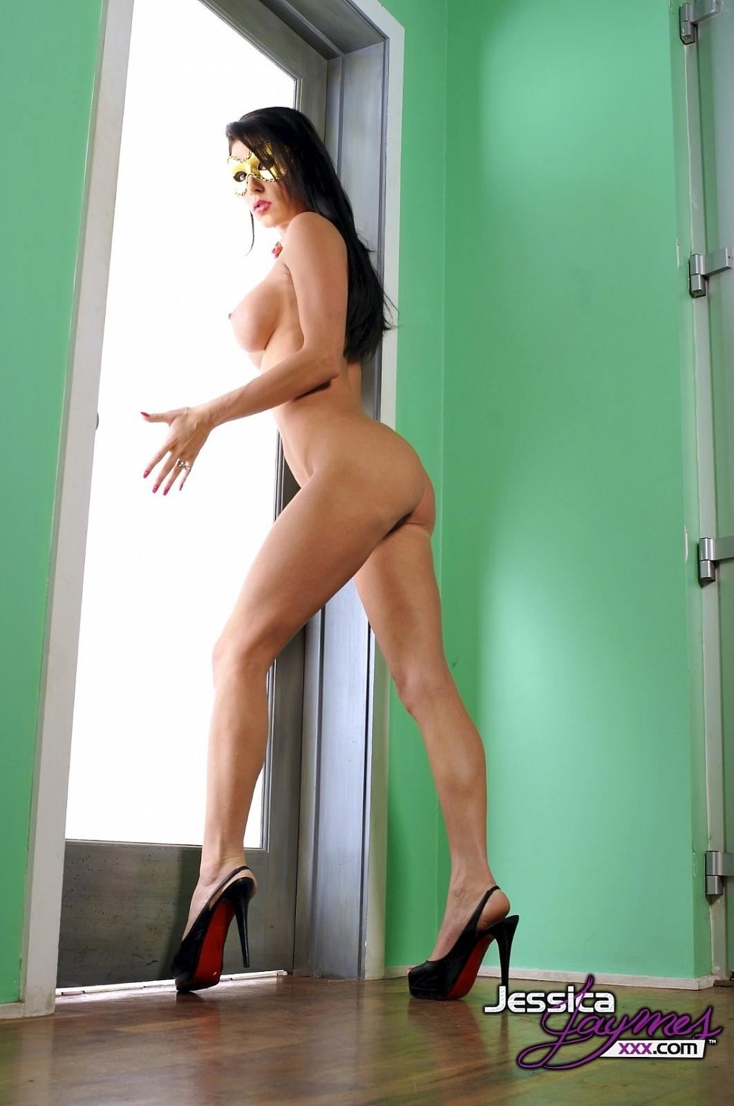 High heeled brunette teases and taunts you with detailed joi