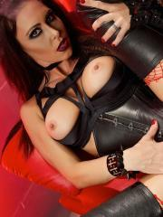 Gothic babe Jessica Jaymes gets fuckedin her black leather
