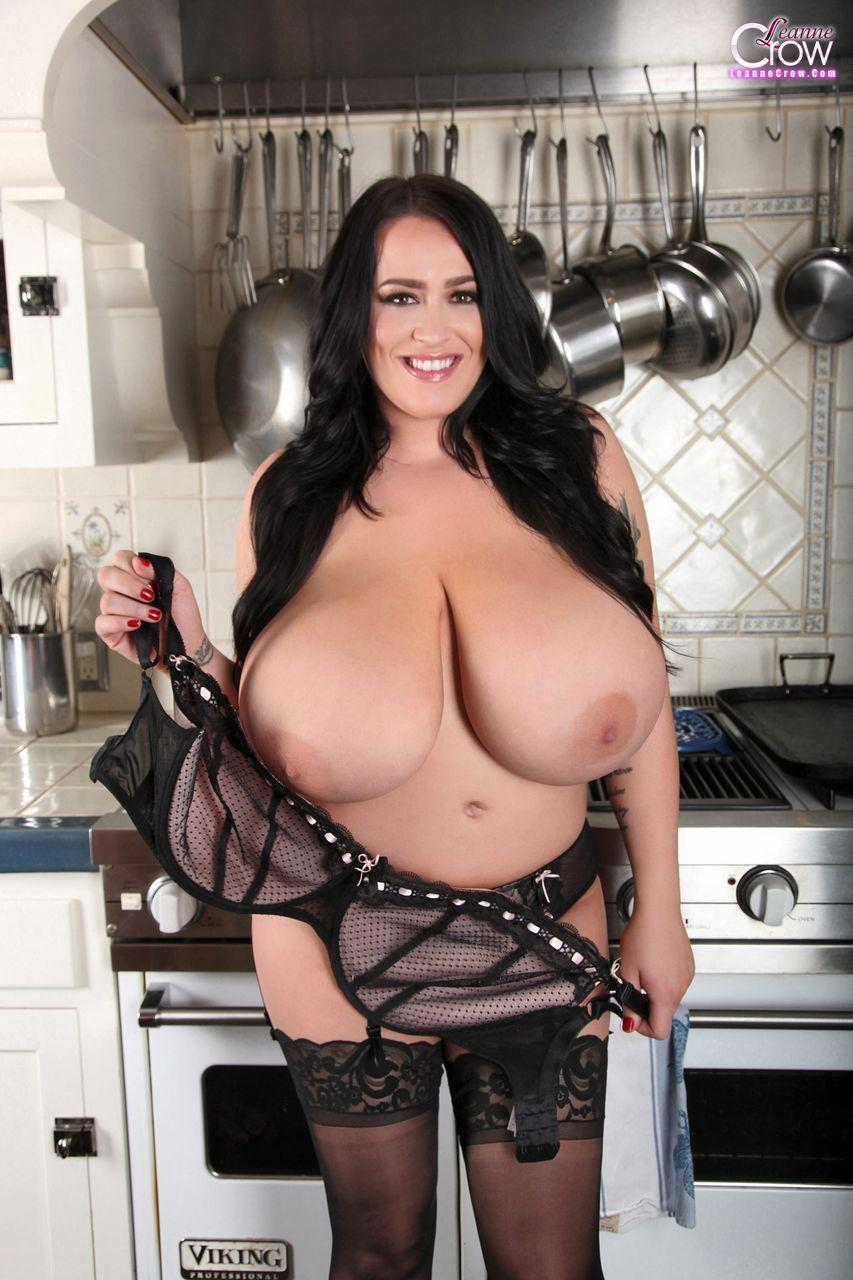 Busty Babe Leanne Crow Poses On The Stove In Black -6001