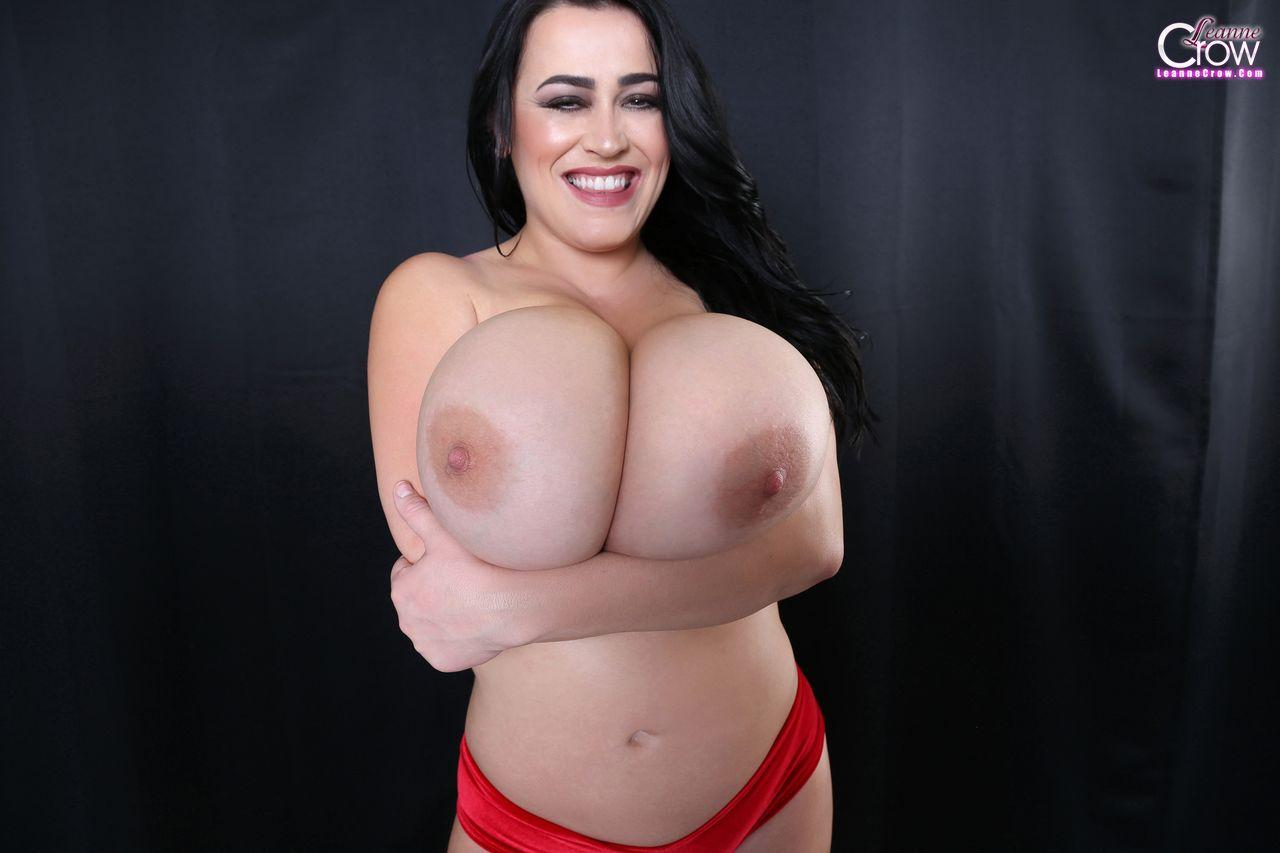 Fly The Busty Skies With Leanne Crow The Boobs Blog