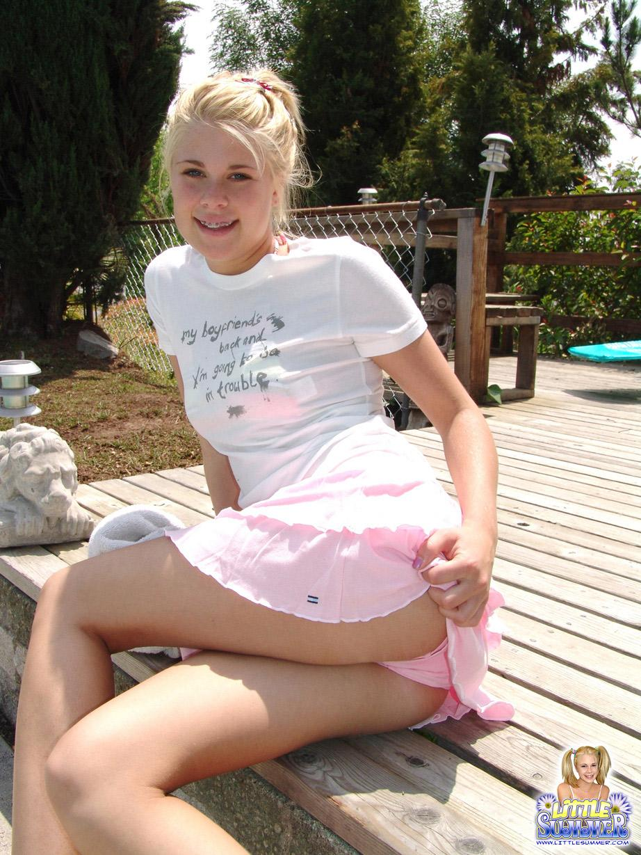 Sexy teenage blonde ready for fucking