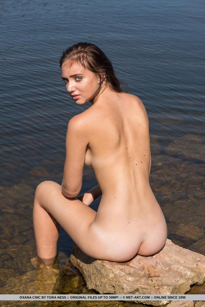 Pretty Teen Oxana Chic Gets Nude And Wet In -7087