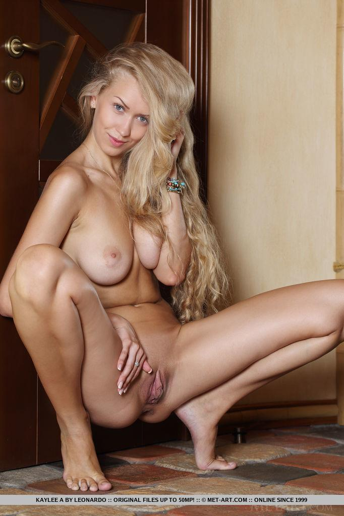 Gorgeous blonde babe Kaylee A gets totally naked just for ...