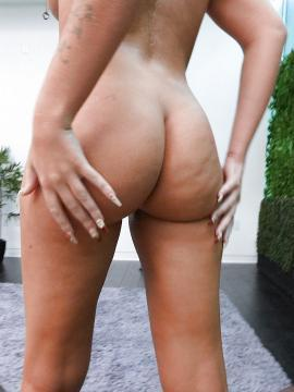 Selina - Thick Girl Has Two Guys Satisfy Her