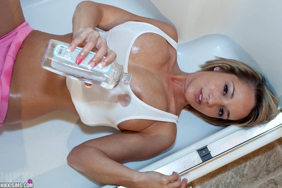 nikki-sims-batter-up-video-blondey-naked