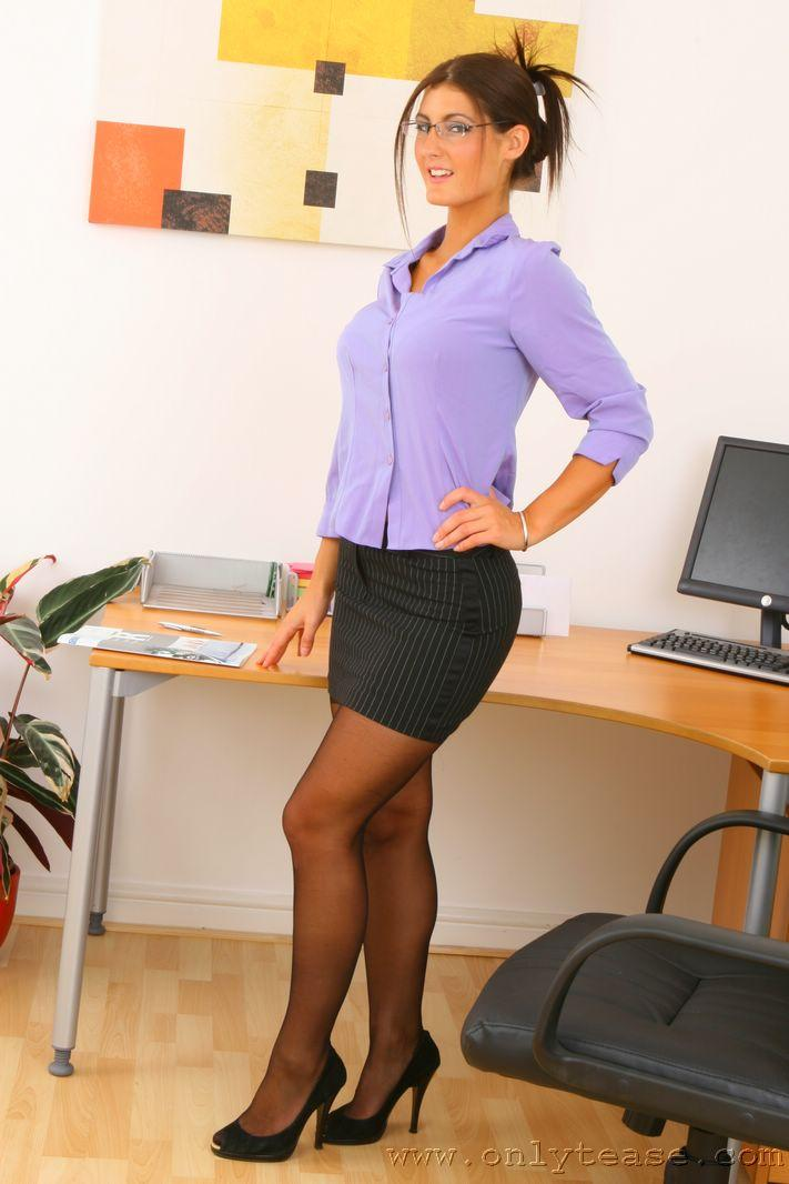 Seductive office secretary Lichelle Marie strips and teases pussy № 883964 без смс