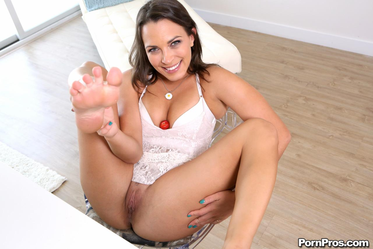 Pov hardcore fucking on your virtual date with nikki daniels