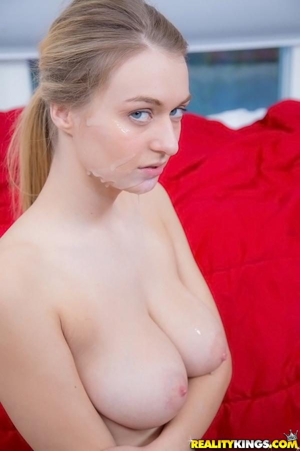 Blonde facil cumshot - 1 1