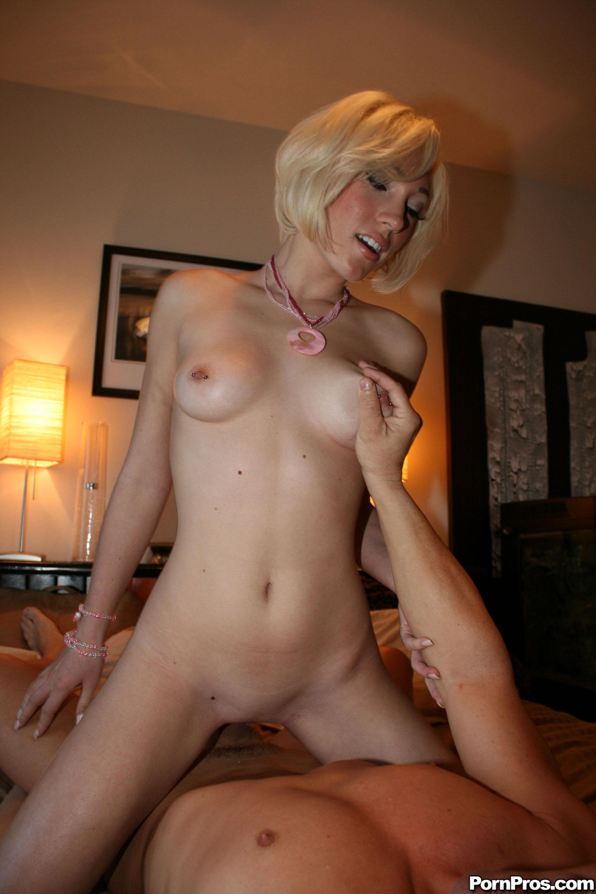 woman naked bed hairy