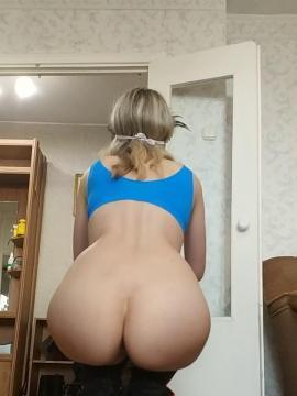 Snickers Baby shows thick ass and camel toe