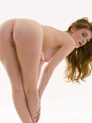 Faye Reagan always knows exactly what to do when it comes to teasing in front of the camera