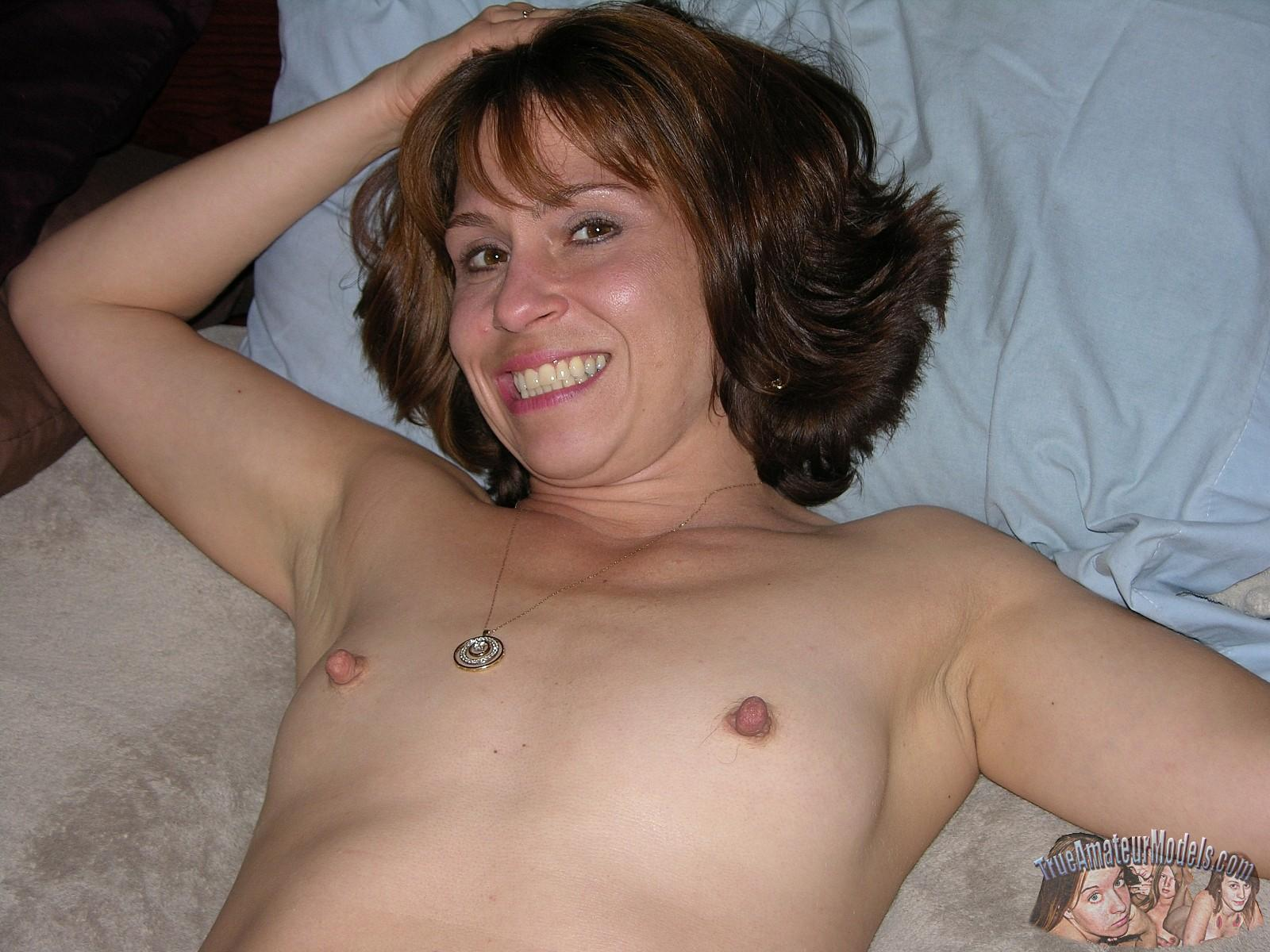 Amateur Milf Sage Gets Naked And Shows You Her Pussy -1270