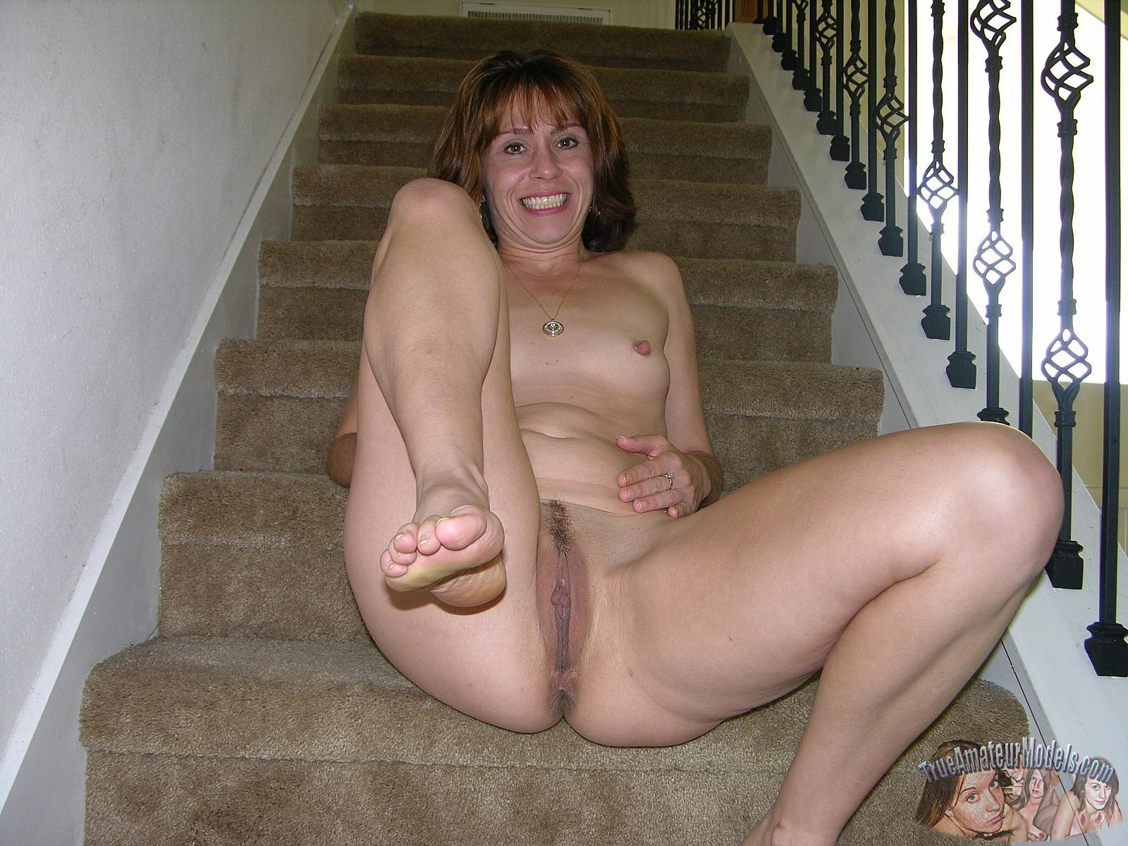 Amateur Milf Sage Gets Naked And Shows You Her Pussy -4303