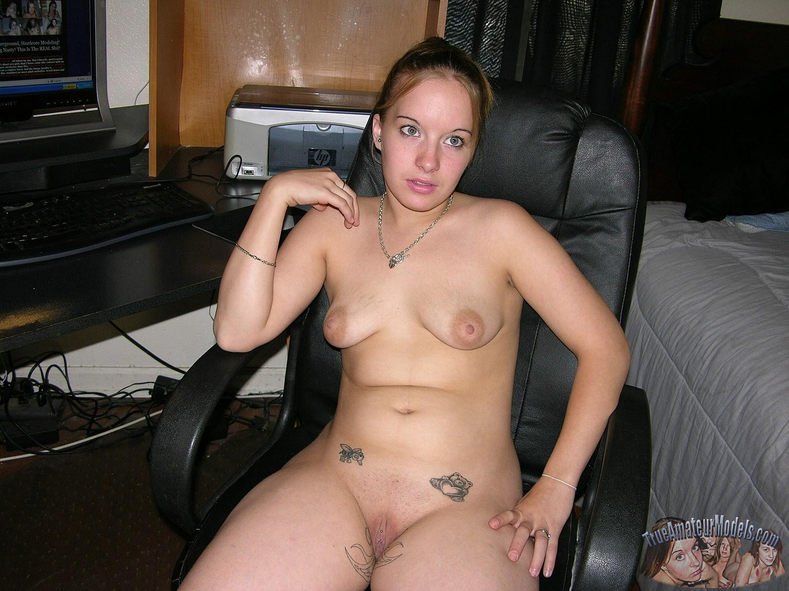 Blonde Amateur Teen Amber Posing Fully Nude At Home  Coed -2914