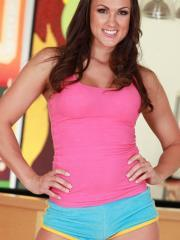Stunning brunette Misty Anderson gets ready for an indoor workout
